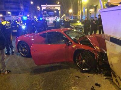 法拉利 Ferrari千萬超跑撞垃圾車廂!先生很趕嗎?