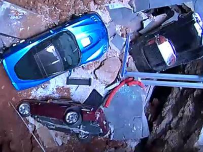地洞毀了8輛 Corvette博物館的美式跑車,卻也讓遊客爆增!