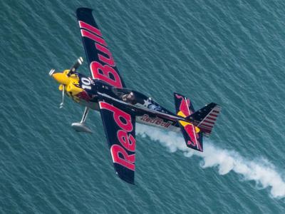 Red Bull Air Race空中競技世界冠軍盃2014賽季-全球最速運動賽事本週末再度起飛!