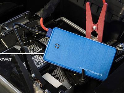 超強手機行動電源,車子拋錨可以直接拿來跳電!