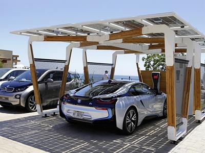BMW太陽能車棚是 i3電動車與 i8油電跑車的絕佳搭檔!