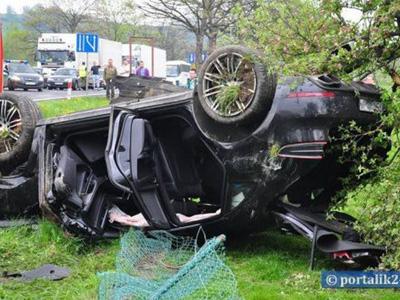 【熱門話題】Porsche Macan休旅車又撞了兩台!