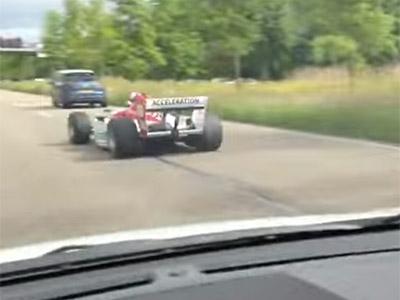 有沒有這麼誇張?光天化日之下在大馬路上被F1刷卡!?