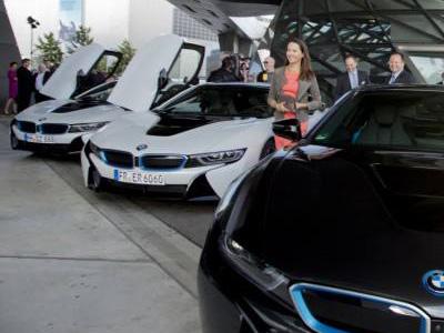 【熱門話題】BMW i8混合電動跑車開始交車了!