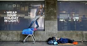 用手機行動支付是未來趨勢?那些沒有手機被無現金社會拋棄的人怎麼辦?