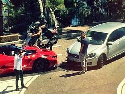 【熱門話題】Ferrari LaFerrari超跑跟 VW Golf對撞!