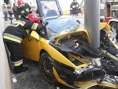 代客停車小弟撞傷藍寶堅尼超跑,損失估計近千萬!