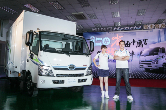 國產首發油電複合動力(Hybrid)商用車:日野HINO 300隆重登場
