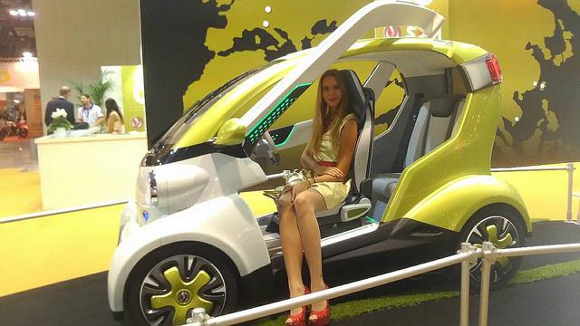 機車界畸形種SYM ex4U現身米蘭車展、四輪搭配環保設計超搶眼!
