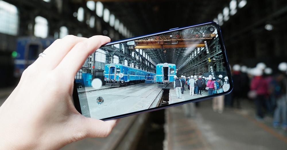 三星 Galaxy A8s 動手玩,挖孔的 O 型螢幕原來是這麼一回事!