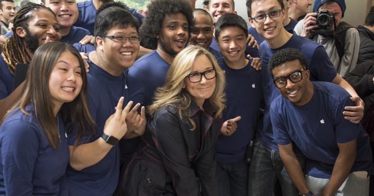 五年來全面重塑了 Apple Store ,蘋果零售業務高級副總裁 Angela Ahrendts 宣佈將於 4 月離職