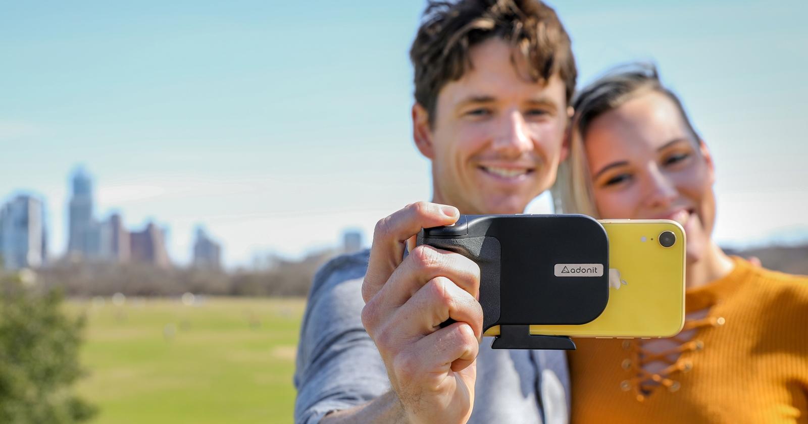 充電拍照二合一,Adonit 推出無線充電藍牙拍照握把