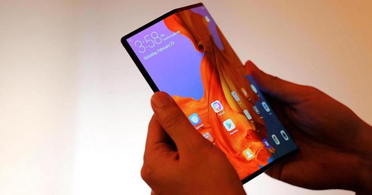 摺疊螢幕手機或許該跟15年前的NDS學學這兩個面板的互動,而不是僅當成一個變大的平板