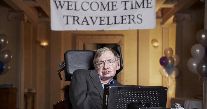 霍金:時間旅行是可能的嗎?黑洞就是天生的時光機器