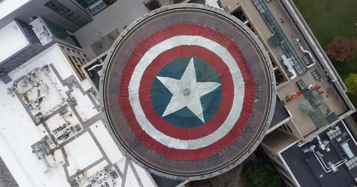 漫威粉絲偷偷把麻省理工學院的圓頂變成了美國隊長的盾牌,向過去十年復仇者聯盟的陪伴致敬