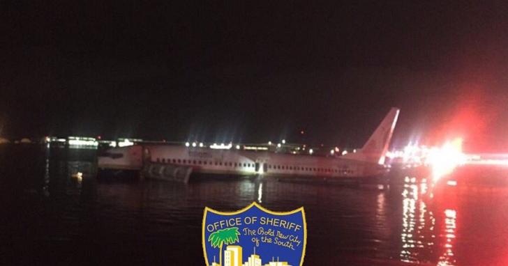 波音737於佛州降落時衝出跑道,墜入當地聖約翰河