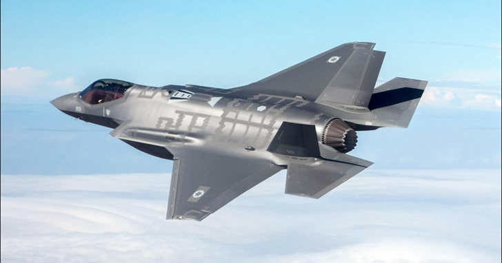 為了更真實模擬空戰遊戲,這位網拍了F-16、F-35、F-22...戰鬥機說明書的俄羅斯老兄要吃美國牢飯了