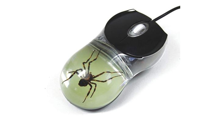 【有蟲注意】嫌電競滑鼠上的蜘蛛不夠真實?那就鑲隻真的蜘蛛吧!