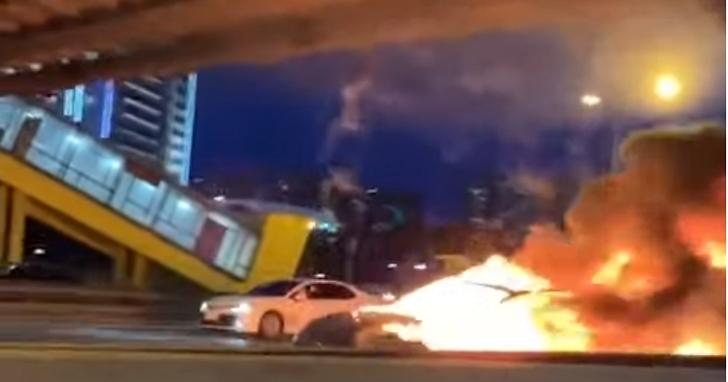 特斯拉電動車在俄高速公路撞車爆炸,瞬間影像被錄下