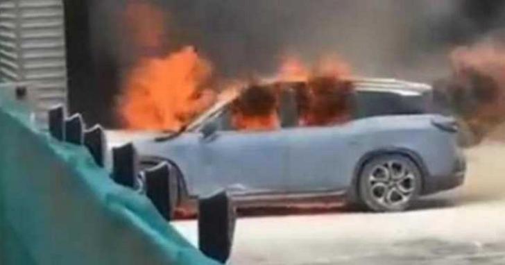 中國製電動車頻頻起火,四成以上事故發生在行駛時自燃、大部分原因出在電池