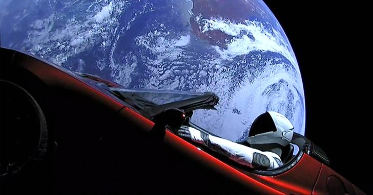 特斯拉「太空跑車」完成第一圈繞日飛行,正靠近火星
