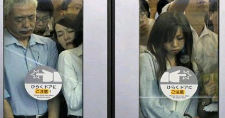 日本「防痴漢印章」上線一小時賣光,只要把印章蓋在痴漢身上用紫外線一照就現形