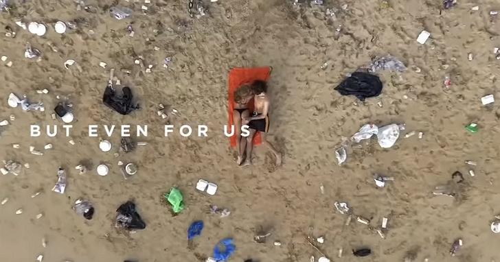 Pornhub 為呼籲注重海灘垃圾問題,所以在垃圾海灘上拍了一支「史上最骯髒的A片」