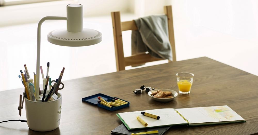 Balmuda 推出新 The Light 太陽光 LED 桌上檯燈,主打「無影」設計、外型簡約日系