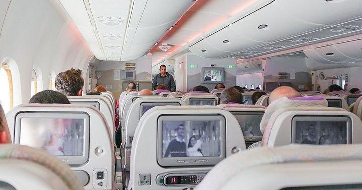 越來越多飛機開始拆除座椅後背的螢幕,原因不只是為了節省成本