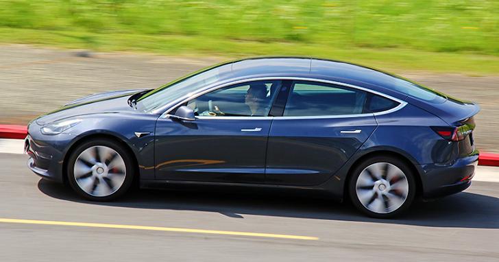試駕 Tesla Model 3 Performance,膽小者請勿全力加速!