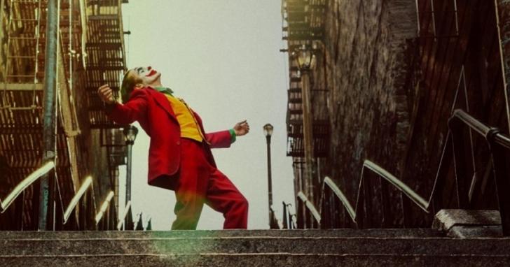 《小丑》打破R級片全球票房紀錄,前冠軍「死侍」發文道賀 風格依然很死侍