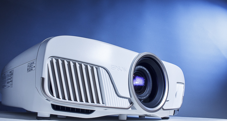 Epson 旗艦 4K 劇院投影機 EH-TW8400 實測:還原真實色彩、再生細膩層次,在家也能重現影院臨場效果!