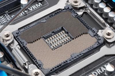 8條記憶體、散熱器雙卡位,Intel X79 散熱器限寬 110mm