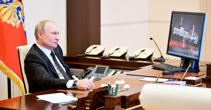 俄羅斯總統普丁最近的一張辦公照片引起網友議論,堂堂戰鬥民族大總統竟然在用 Windows XP ?