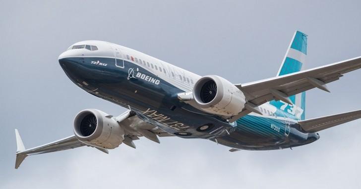 波音開除CEO止血!從大受歡迎的737 MAX客機變成恐怖「危機」,原因來自於「節省成本」
