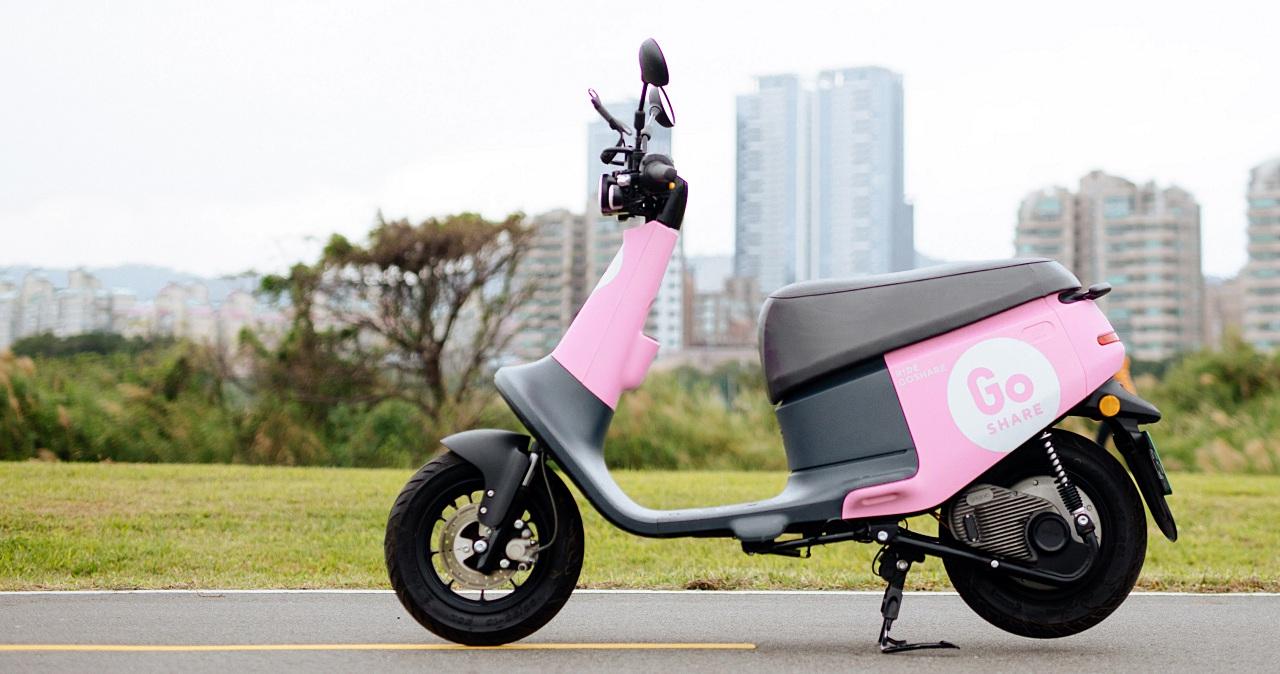 慶祝情人節 Gogoro VIVA 粉紅版上路,GoShare 還有「我接妳,我送你」男神接送服務