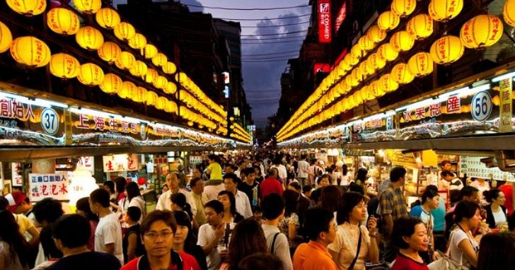 行政院提武漢肺炎衝擊紓困方案,將再發放價值20億元「振興抵用券」在夜市、餐廳、商圈消費抵用