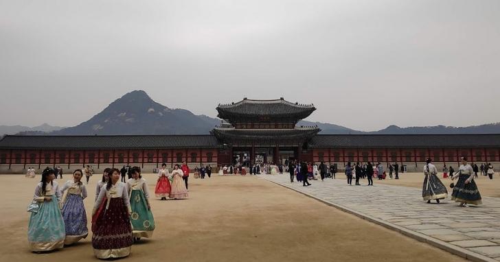 武漢肺炎韓國確診達556例,韓國旅遊警示調高至「黃色」:正在韓國的朋友回國需要檢疫隔離嗎?