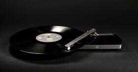 Coturn CT-01隨身黑膠唱機,免插電播放還支援藍牙、Wi-Fi,預定售價299歐元
