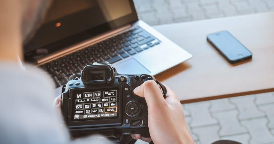 宅在家不知要做什麼嗎?Leica、Olympus、Nikon 紛紛推出免費攝影課程和講座計畫