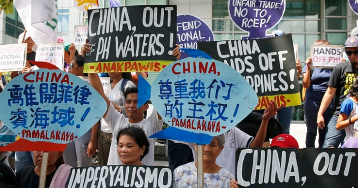 中國駐菲使館發表防疫歌曲「同一片海」提油救火,惹毛菲律賓民眾憤怒抗議「滾出我們的海」