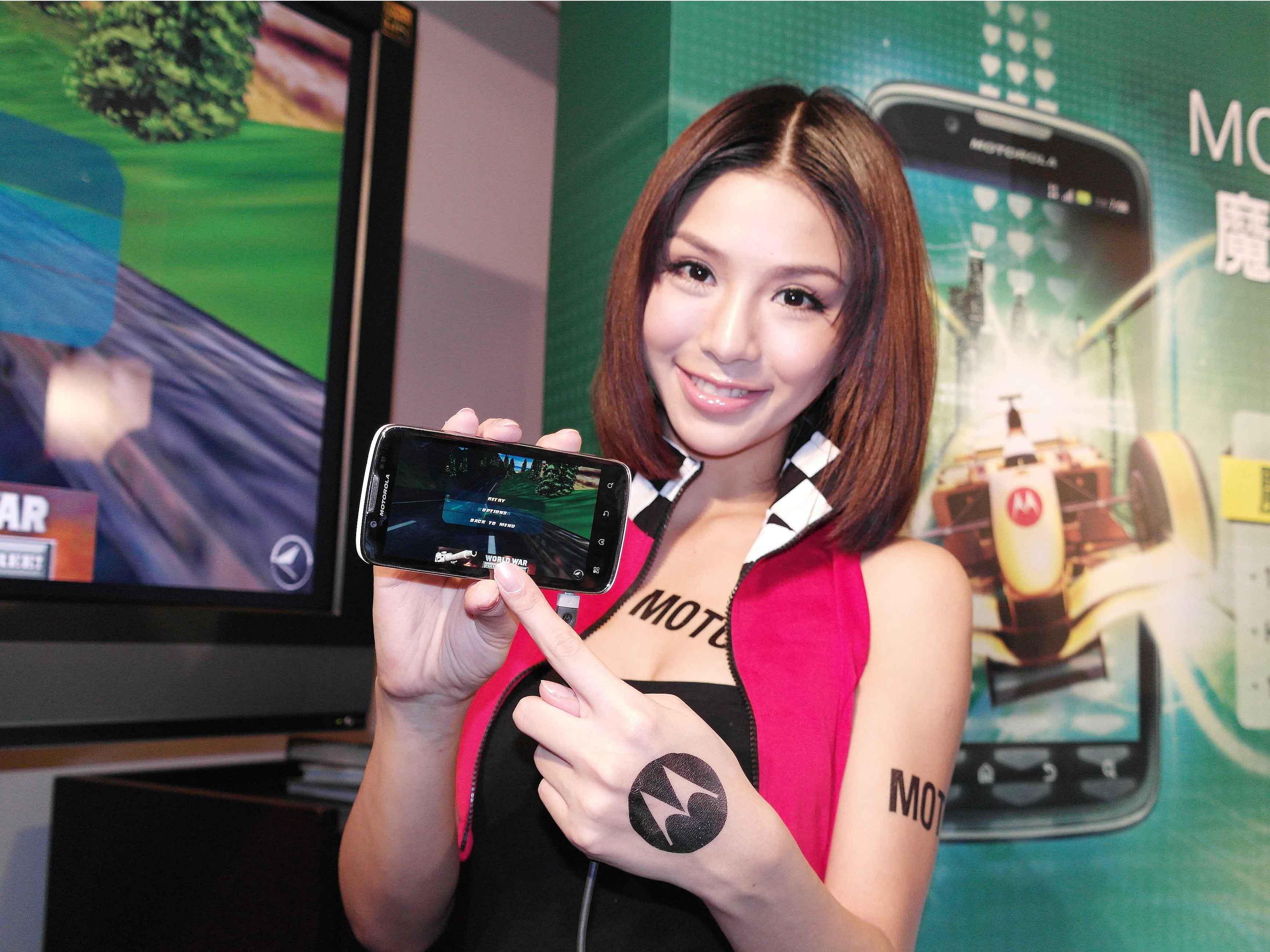Motorola Atrix 二代 ME865、雙卡雙待機 XT532 聯袂現身