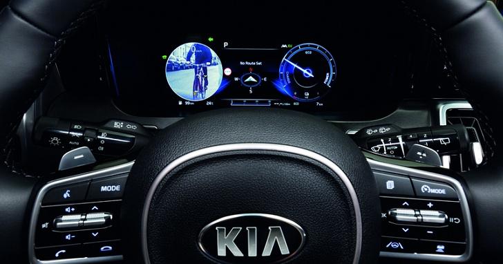 三寶退散!Kia Sorento 的盲點偵測系統還配上影像,別再說你看不到車