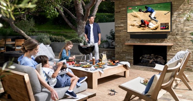 三星推出首款戶外 4K QLED 電視,具備 IP55 防塵防水、亮度最高達 2000nits