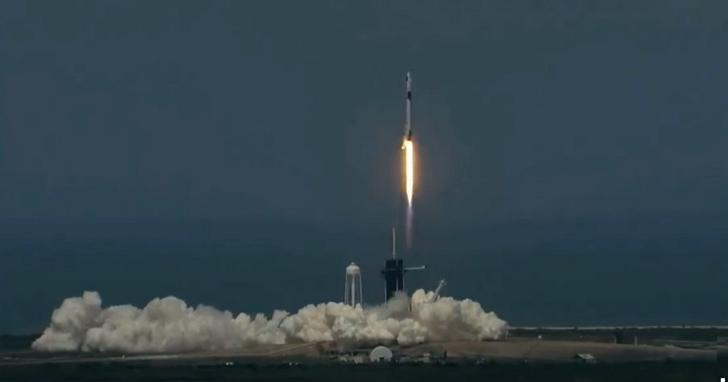 SpaceX成功將兩名太空人送入太空軌道,人類進入商業太空時代