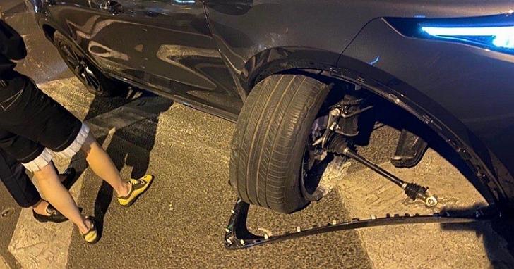 才新買的中國電動車車主秀出輪胎一碰路肩就輪軸「整根掉出來」,車廠表示品質沒問題