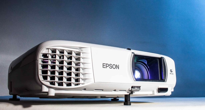 Epson EH-TW750 超高亮度住商兩用投影機實測:開燈看畫面依舊明亮,打造家庭電影院就靠它