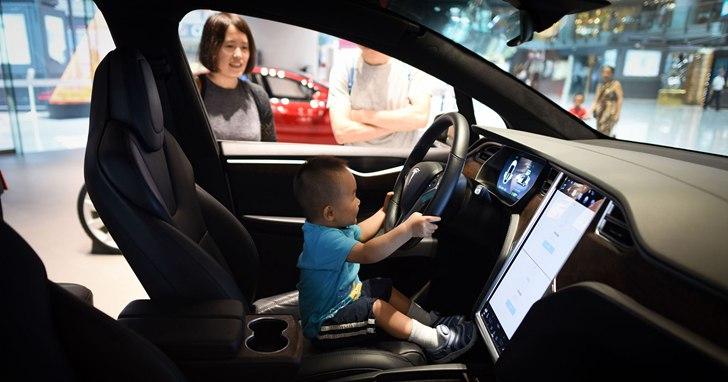 特斯拉正在研發一種新的感應器,可以偵測到被遺留在車內的孩子