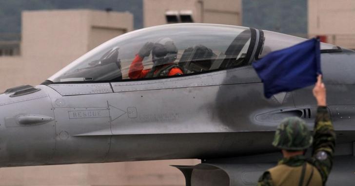 成立國內首座F-16戰機維修中心後,漢翔表示也能接其它國家F-16戰機維修訂單