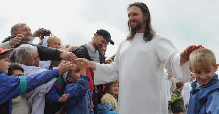俄國當局逮捕「俄羅斯耶穌」:交通警察自稱耶穌轉世,三十年來吸收五千多名信徒